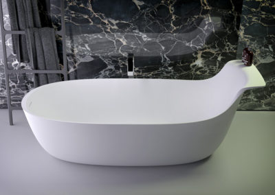 Prime highback bath